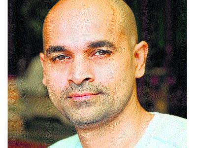 இயக்குனர் பரேஷ் மொகாஷி